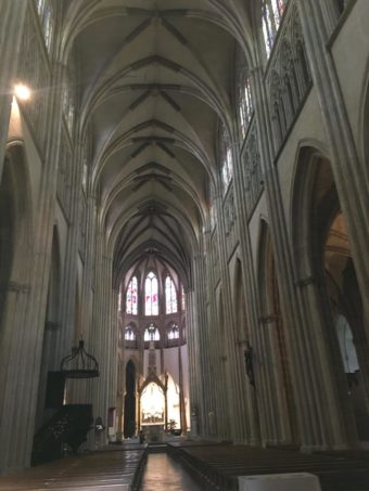 bayonne cathedral nave