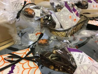 Pau Atelier du Chocolat halloween display