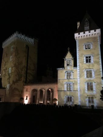 Pau Chateau in the dark