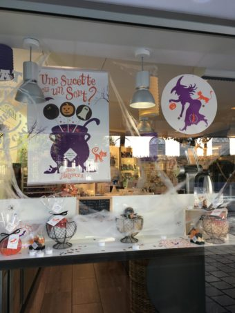French shop Halloween
